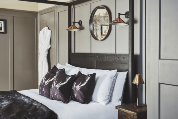 Gorgeous Hotel Room With Four Poster Bed
