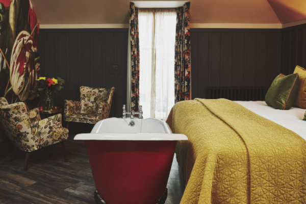 Gorgeous Room With Freestanding Bath & King Size Bed
