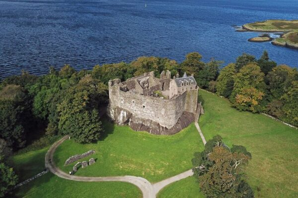 Dunstaffnage Castle Dog Friendly Thing To Do In Oban